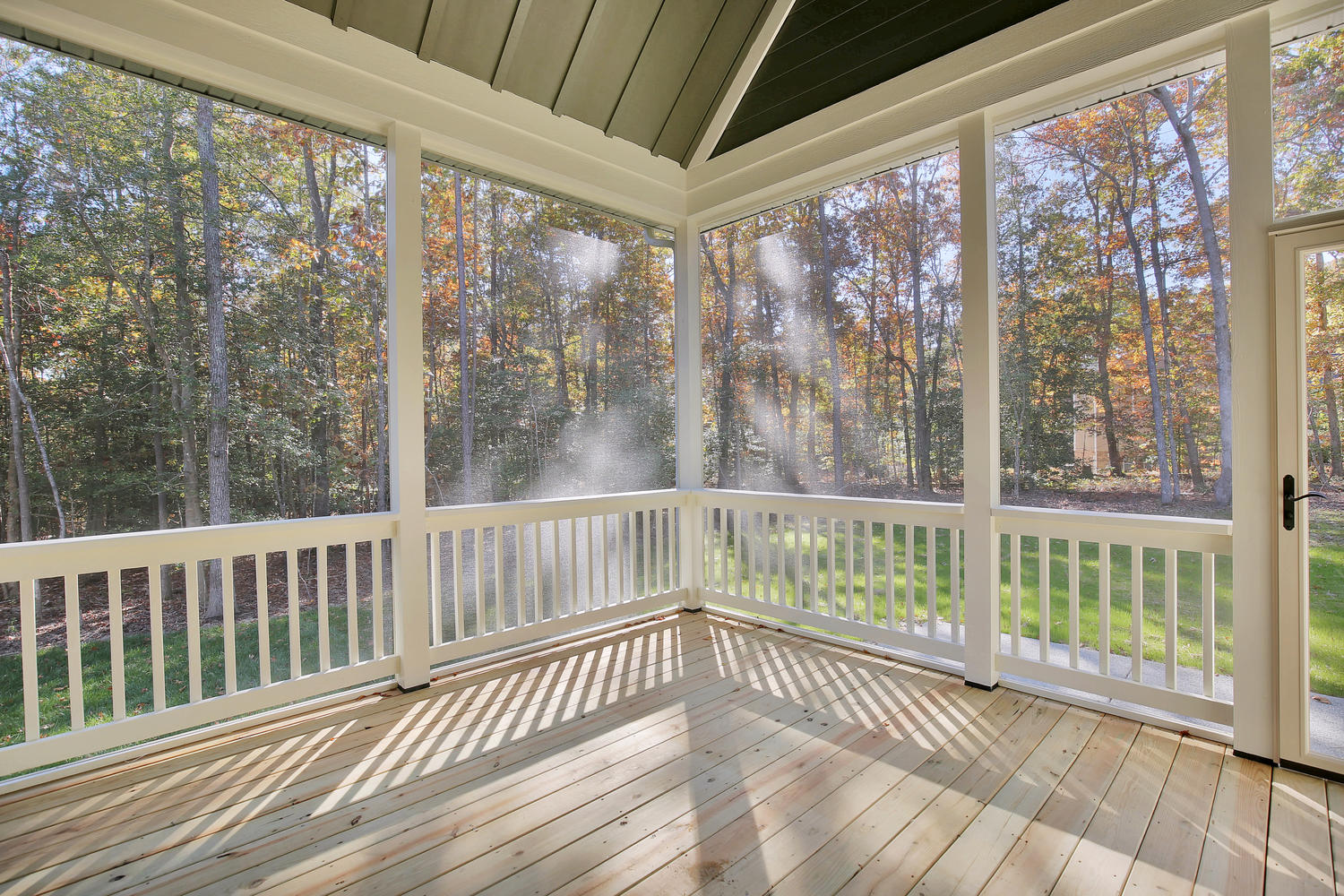 11400-barrows-ridge-lane-large-037-38-screenedin-porch-1500x1000-72dpi