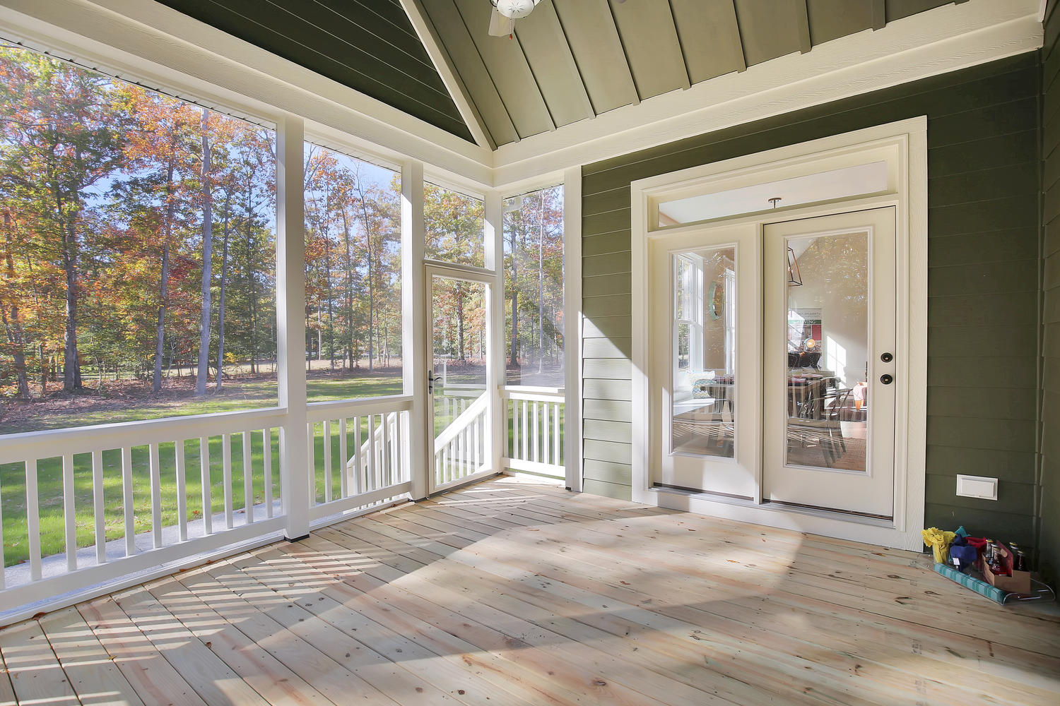 11400-barrows-ridge-lane-large-038-37-screenedin-porch-1500x1000-72dpi