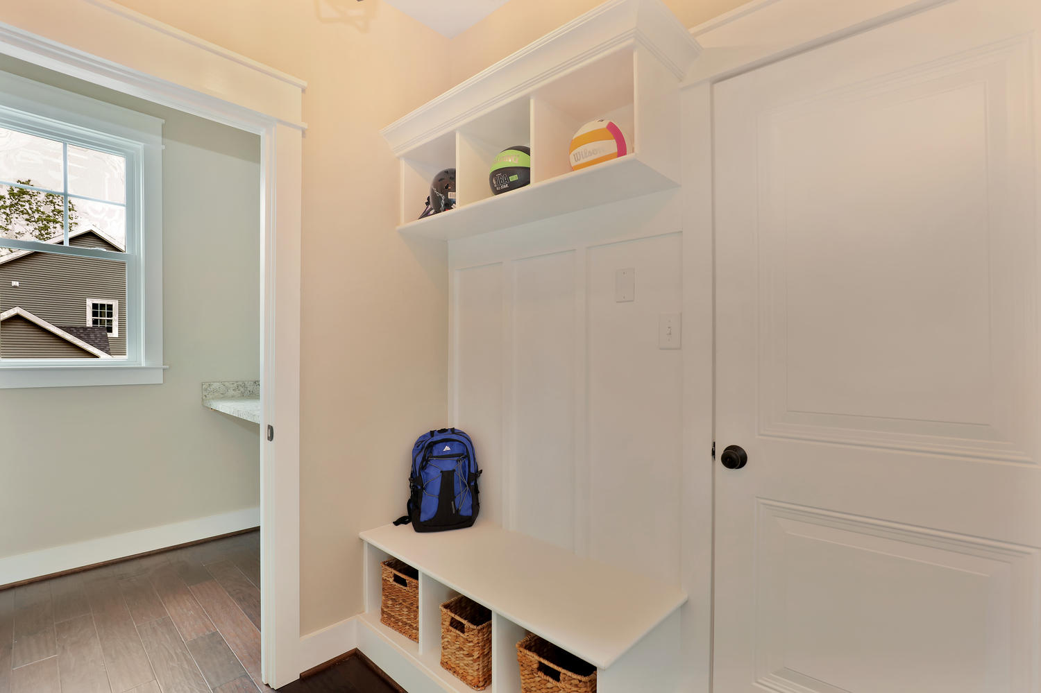 2601-port-savage-dr-midlothian-large-023-18-mudroom-1500x999-72dpi