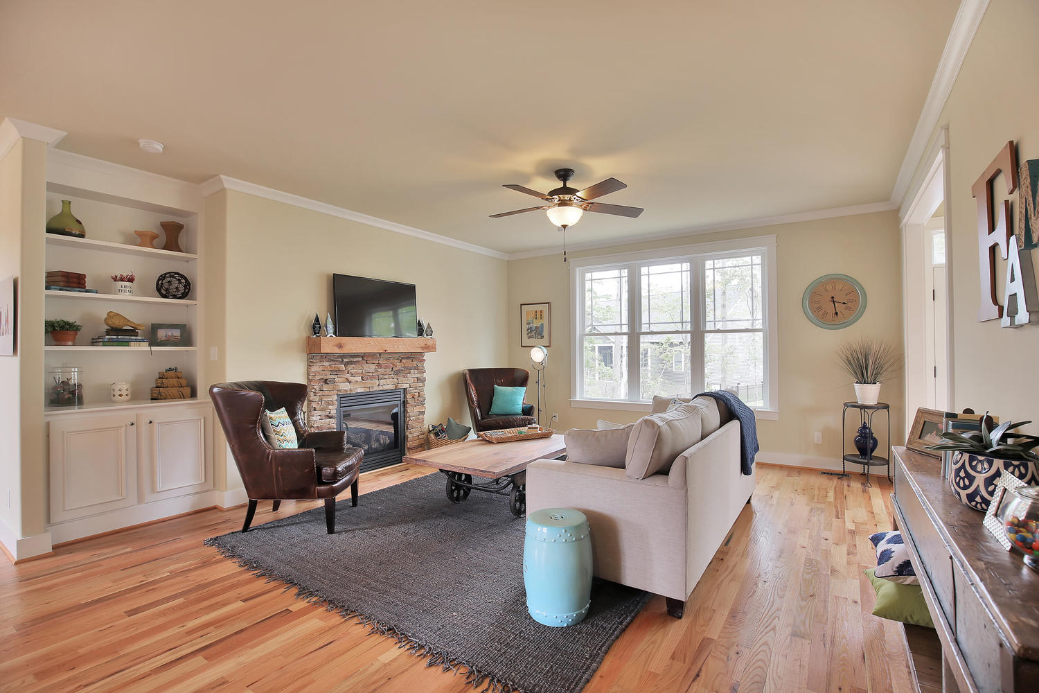 3231-canford-loop-midlothian-large-010-10-family-room-1500x1000-72dpi